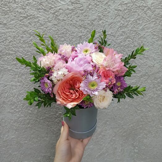 Пион и ассорти цветов коробке
