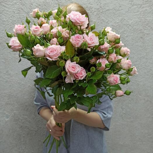 Шикарный нежные кустовые розы 70 см