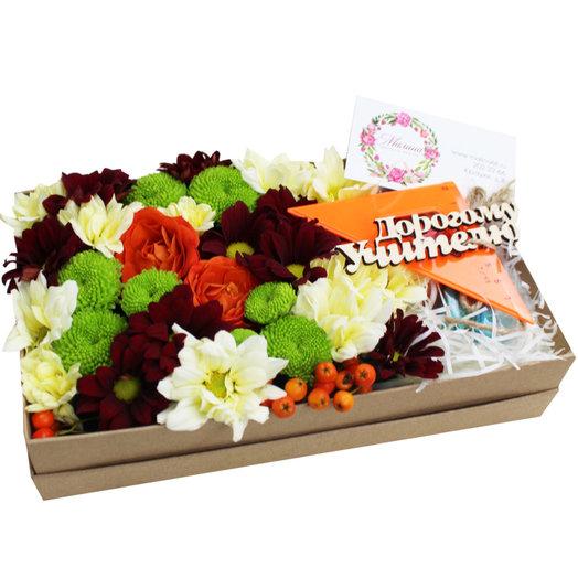 Коробочка с цветами и макарунами 29: букеты цветов на заказ Flowwow