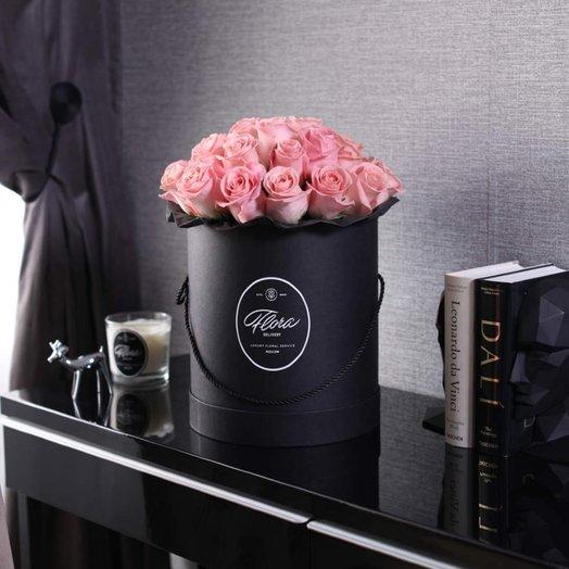 Розы Hermosa в шляпной коробке Grand Black