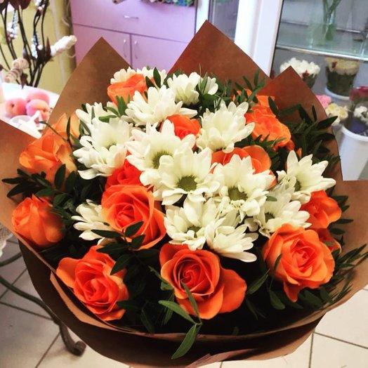 Bouquet of roses and chrysanthemums: flowers to order Flowwow