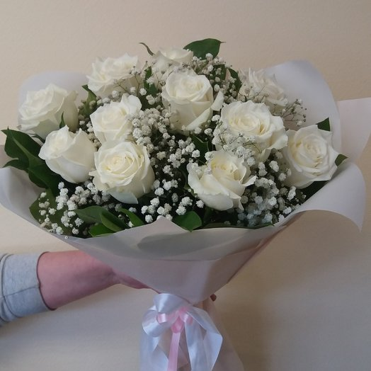 11 роз в облаке гипсофилы