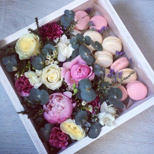 Коробка с макаронс: букеты цветов на заказ Flowwow