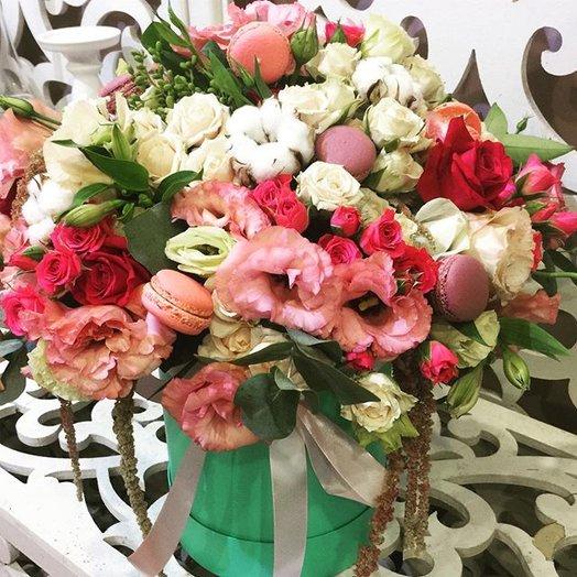 Нежная композиция в шляпной коробке: букеты цветов на заказ Flowwow