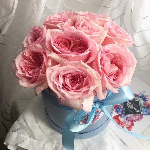 Шляпная кробка с ароматными розами: букеты цветов на заказ Flowwow
