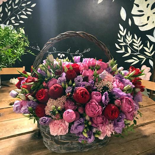 """Корзина с пионовидной розой и эустомой """"Лед и пламень"""": букеты цветов на заказ Flowwow"""