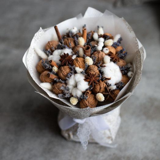 Пряный аромат или букет из орехов, лаванды и корицы