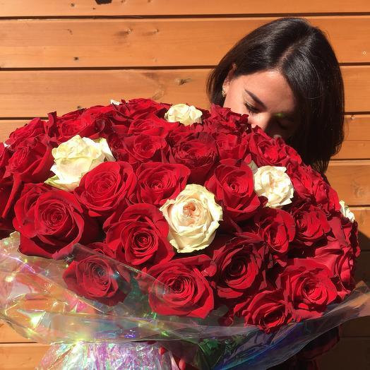 Букет из 101 элегантной красной и белой розы