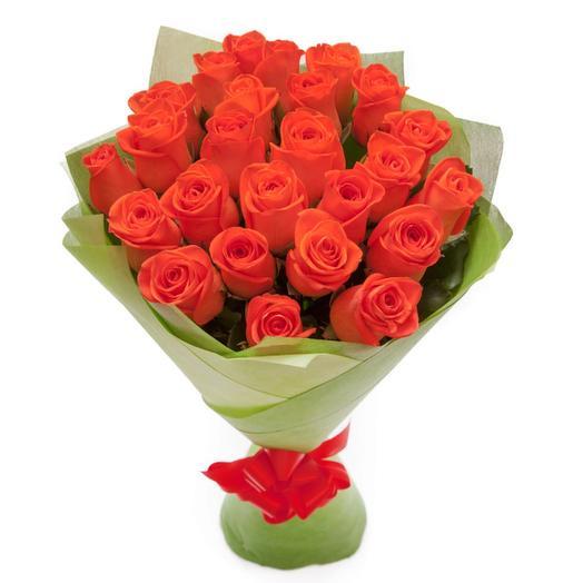 Букет из 25 оранжевых роз в фетре: букеты цветов на заказ Flowwow