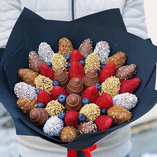 Букет из клубники в шоколаде М с голубикой: букеты цветов на заказ Flowwow