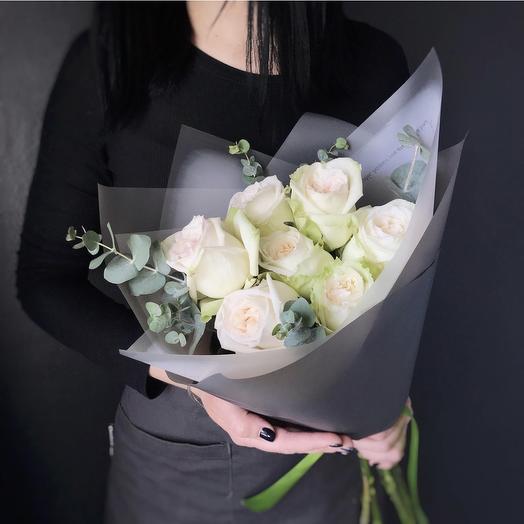 Букет пионовидных роз Candlelight с эвкалиптом: букеты цветов на заказ Flowwow