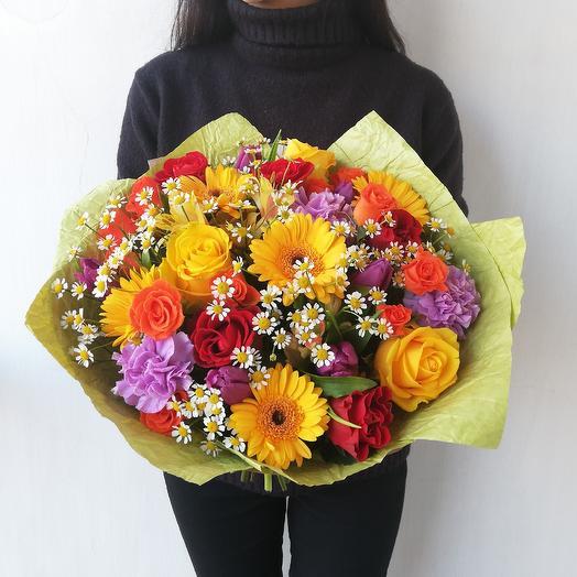 Яркий букет из гермини, роз, ромашек Счастье