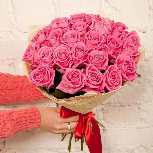 35 Розовых роз (Россия) в крафте: букеты цветов на заказ Flowwow