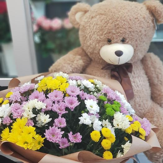 Медведь с букетом хризантем А76