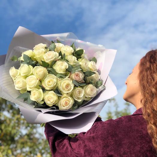 Монобукет из белой розы и эвкалипта
