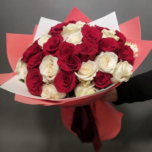 Букет 51 роза микс красная и белая