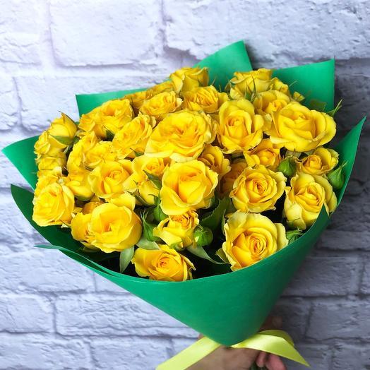 11 желтых кустовых роз 40 см