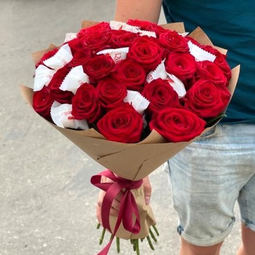 Букет из красных роз и конфет
