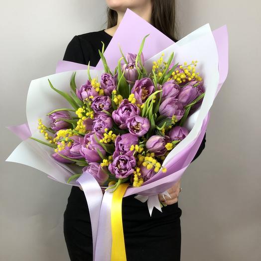 Ароматный букет с тюльпанами и мимозой
