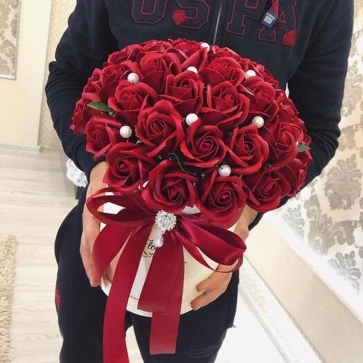 Красные розы из мыла