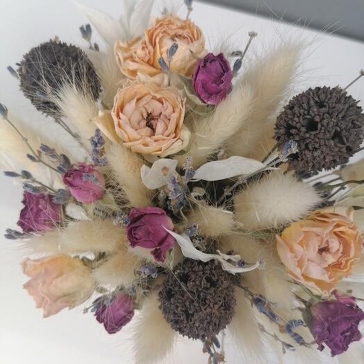Mini compliment in a cup with dried flowers