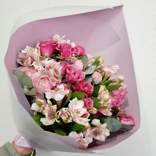 Букет с пионовидными кустовыми розами