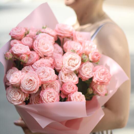 Облачко пионовидных роз