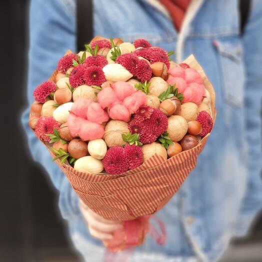 Ореховый букет с хризантемой