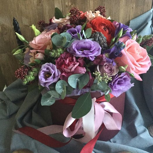 Шляпная коробка яркая: букеты цветов на заказ Flowwow