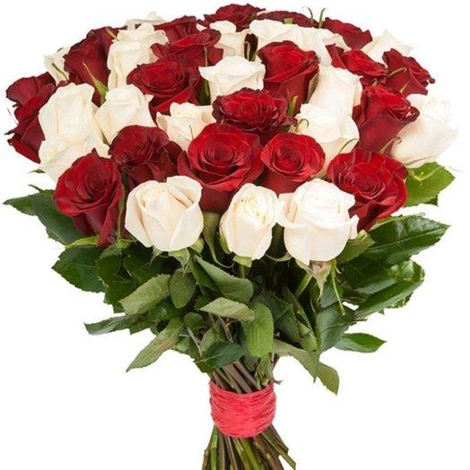 Букет из 33-х красных и белых роз: букеты цветов на заказ Flowwow
