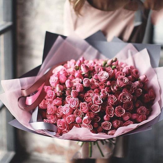 Большой букет из розовых кустовых роз: букеты цветов на заказ Flowwow