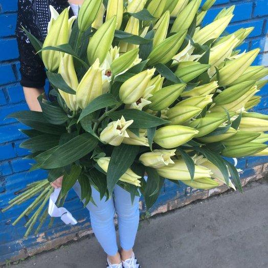 Лилия белая: букеты цветов на заказ Flowwow