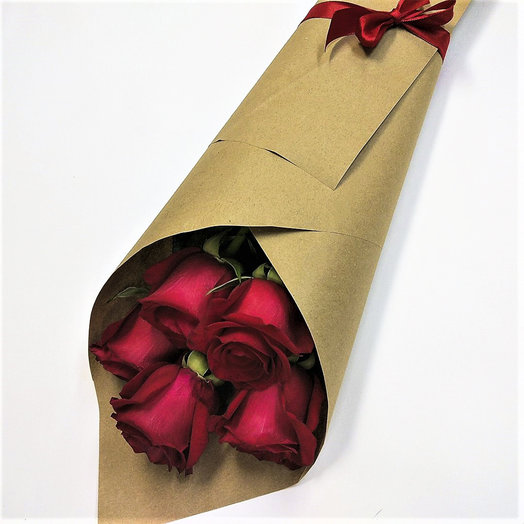 Букет из 5-ти роз в крафте: букеты цветов на заказ Flowwow