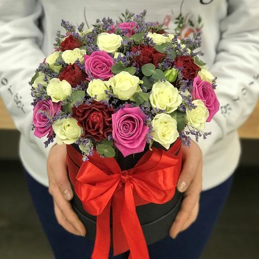 Коробки с цветами. Роза розовая. Роза красная, кустовая роза N329: букеты цветов на заказ Flowwow