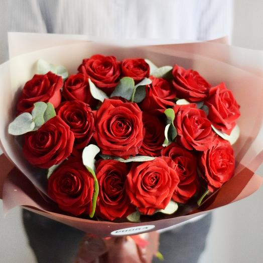 Розы и эвкалипт: букеты цветов на заказ Flowwow