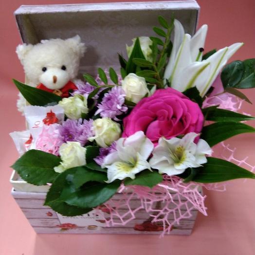 Композиция с Мишкой: букеты цветов на заказ Flowwow
