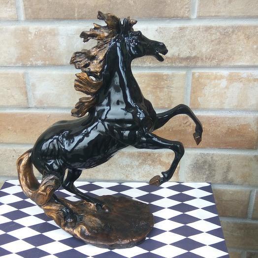 Статуэтка конь: букеты цветов на заказ Flowwow