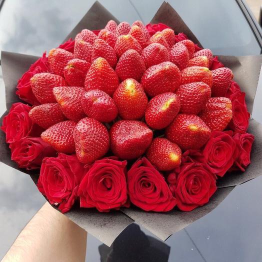 Клубника в розе: букеты цветов на заказ Flowwow
