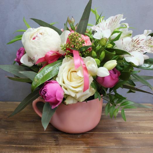Чашечка цветочного чая с розами