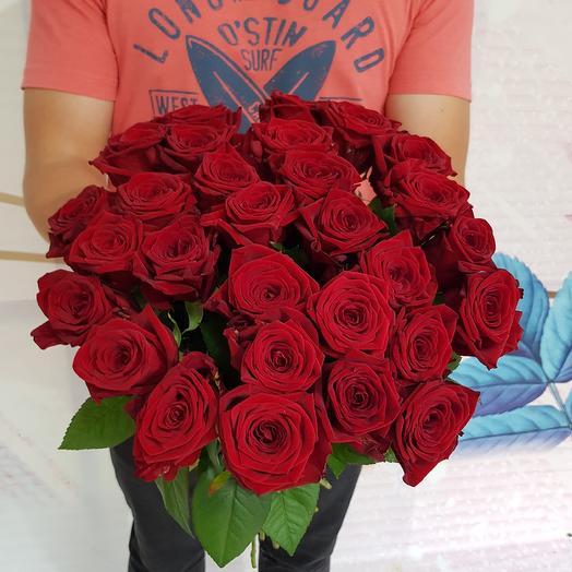 Букет  из 29 алых роз: букеты цветов на заказ Flowwow