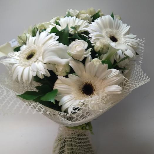 Букет из белых гербер и роз: букеты цветов на заказ Flowwow