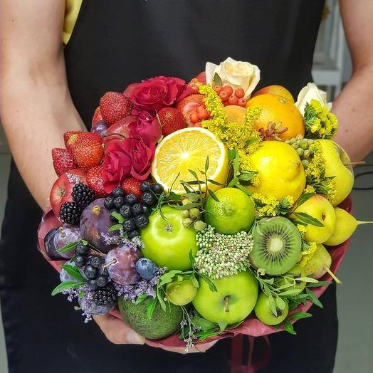 Яркий микс из фруктов
