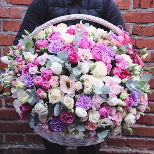 Пышная корзина цветов