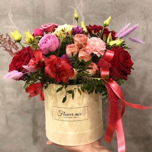 Яркая шляпка: букеты цветов на заказ Flowwow