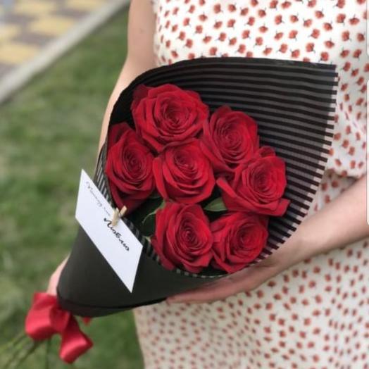 7 роз в черной упаковке