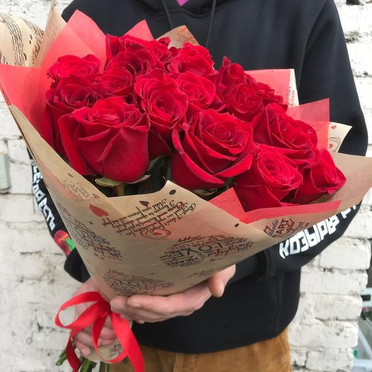 Букет 19 красных эквадорских роз 50 см: букеты цветов на заказ Flowwow
