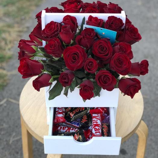 Комодик с конфетами и розами