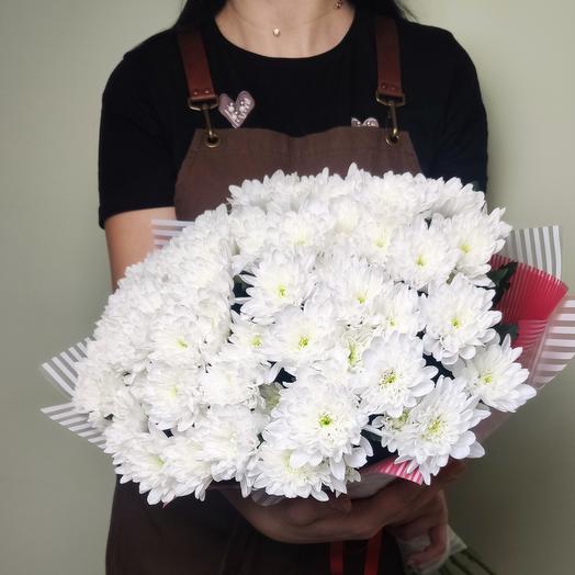 11 белых хризантем
