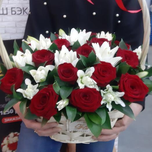 Лилия с розами
