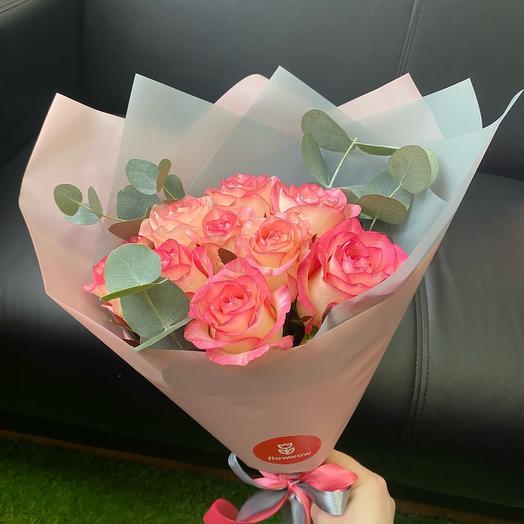 Букет из роз Джумилия с эвкалиптом
